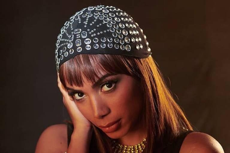 Anitta mostra dez faces que mostrará em novo álbum