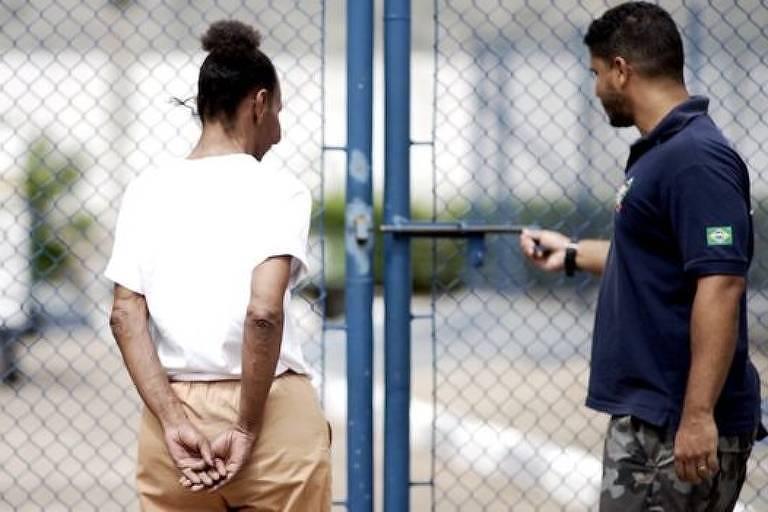 Segundo os presos e agentes penitenciários, as regras internas dos presídios são ditadas pelas facções e não pelo governo