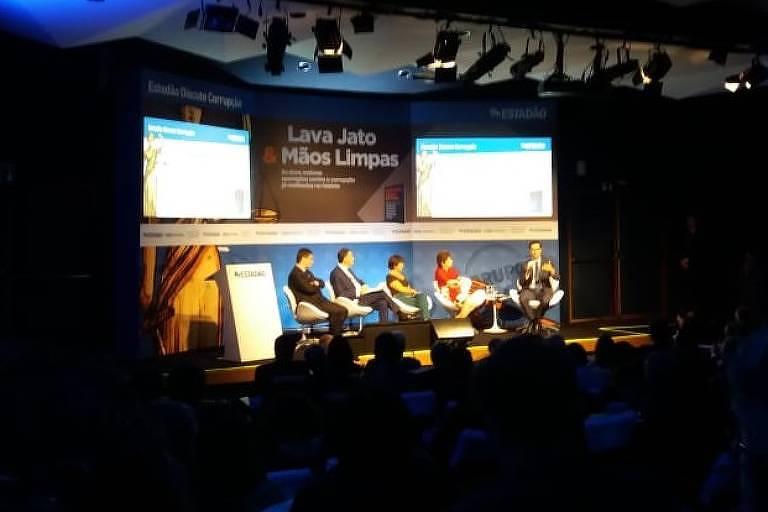 Sergio Moro, Luís Roberto Barroso e Deltan Dallagnol em debate nesta segunda-feira (1º), em São Paulo