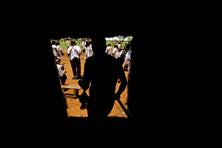 Índios da etnia guarani-caiová durante ritual de confraternização em Mato Grosso do Sul