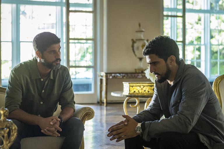 Jamil (Renato Góes) diz  a Hussein (Bruno Cabrerizo) que não quer se casar com Dalila