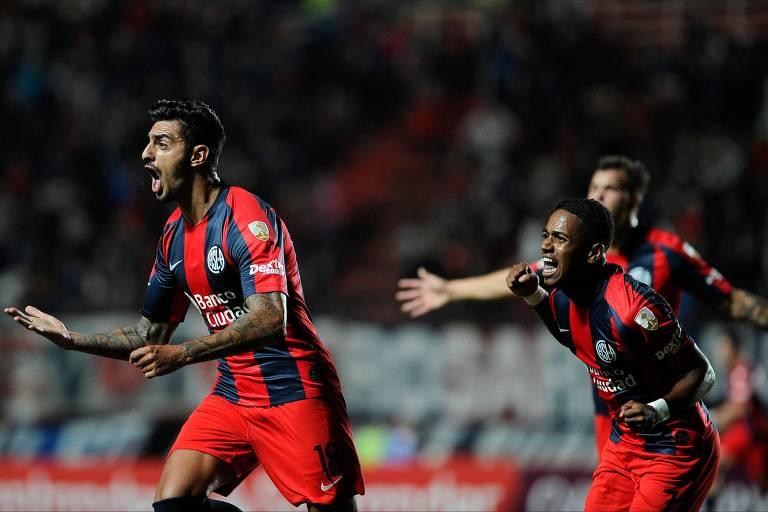 Román Martínez comemora o gol que encerrou período de quase cinco meses sem vitória