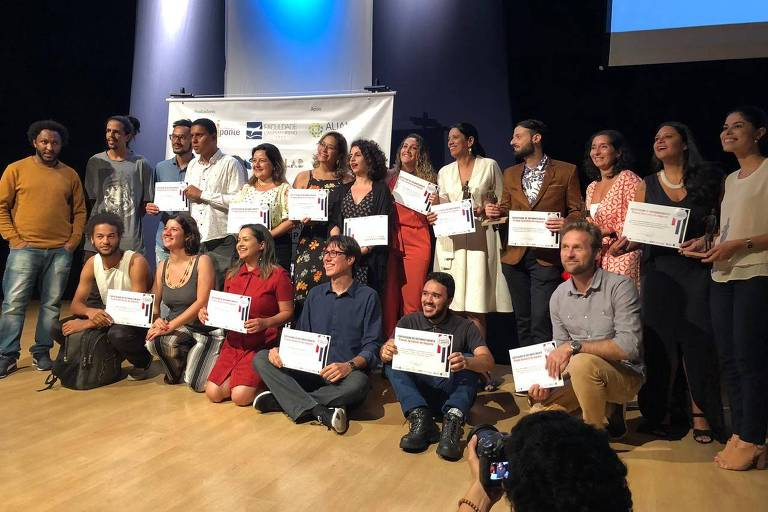 Vencedores e finalistas da primeira edição do Prêmio Jornalista de Impacto, no teatro da Fundação Cásper Líbero, em São Paulo