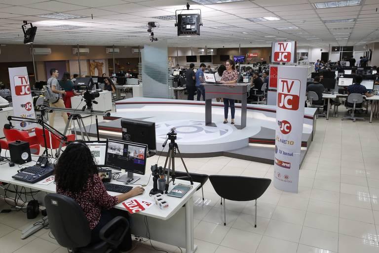 Redação do Jornal do Commercio com destaque para a TV JC, inaugurada em 2014