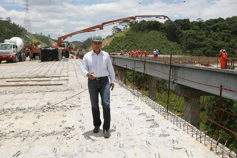 O então diretor da Dersa Paulo Vieira de Souza, o Paulo Preto, nas obras do trecho sul do Rodoanel, em São Paulo