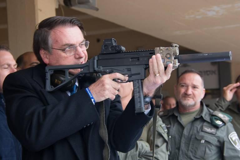Bolsonaro realiza tiro ao alvo em Israel