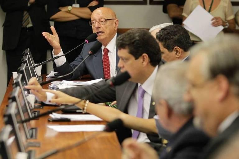 Deputado Esperidião Amin na CCJ, na Câmara, em 2013