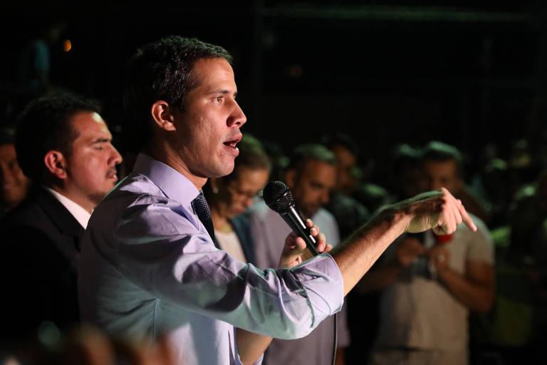 Juan Guaidó fala a jornalistas e apoiadores