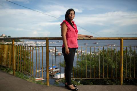 Manaus, AM, 28.03.2019: A deputada venezuelana Yuretzi Idrogo, ainda em mandato válido, posa para foto na orla de Manaus. Depois de trabalhar em loja de roupa na capital amazonense, ela agora está desempregada. (Foto: Bruno Kelly/Folhapress) ***EXCLUSIVO FOLHA***