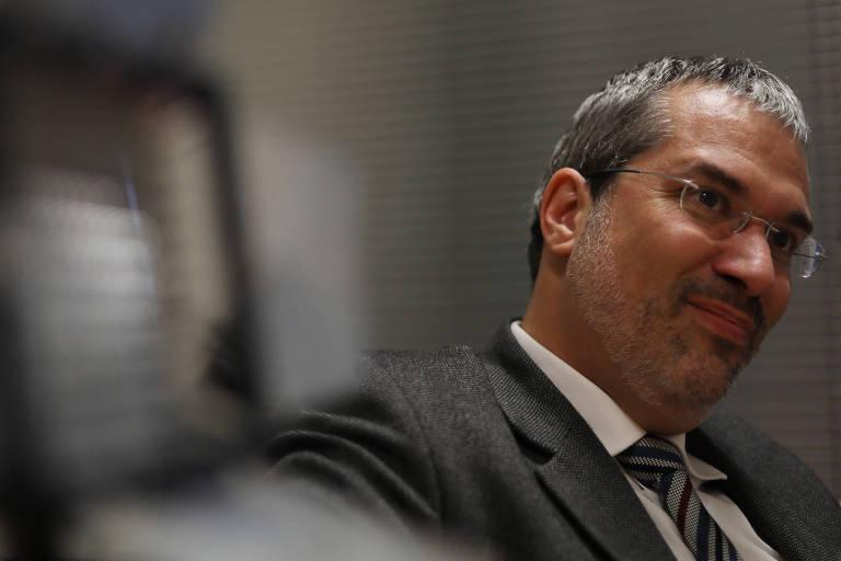 O rabino Michel Schlesinger durante entrevista