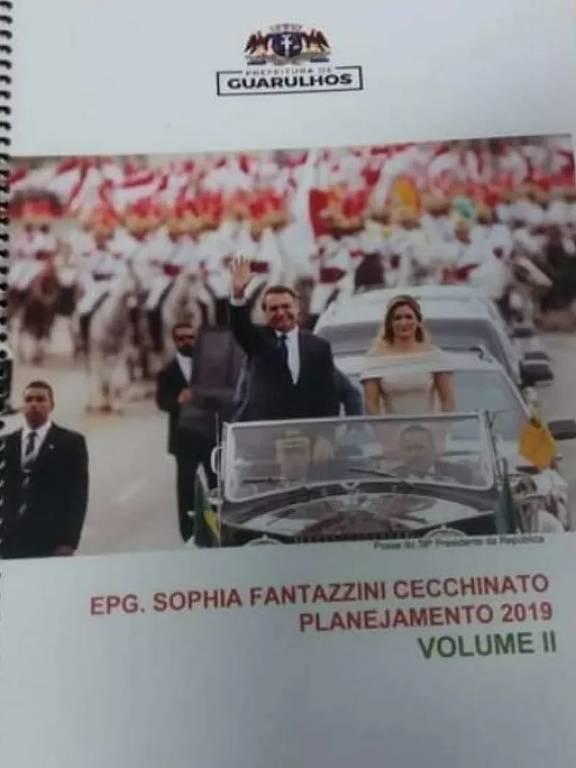 Apostila de escola pública mostra presidente Jair Bolsonaro e Michele na capa