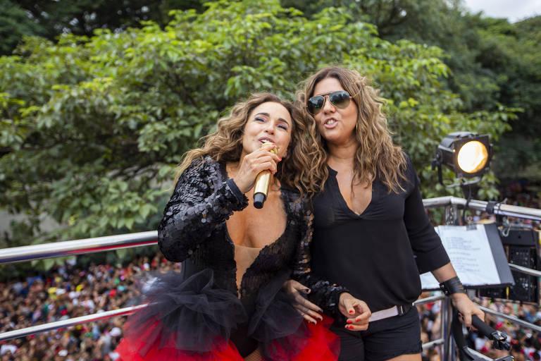 Daniela Mercury e sua mulher, Malu Verçosa, no bloco Pipoca da Rainha, com a cantora Daniela Mercury, na rua da Consolação