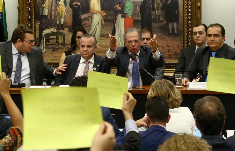 Paulo Guedes participa de sessão na Câmara dos Deputados