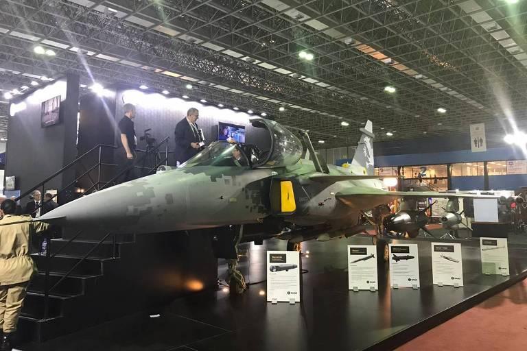 Maquete do Gripen, novo caça da FAB (Força Aérea Brasileira)