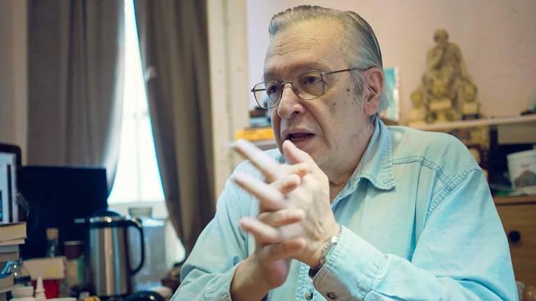 Cena de 'Milagre', de Mauro Ventura, que traz o escritor Olavo de Carvalho, guru do bolsonarismo