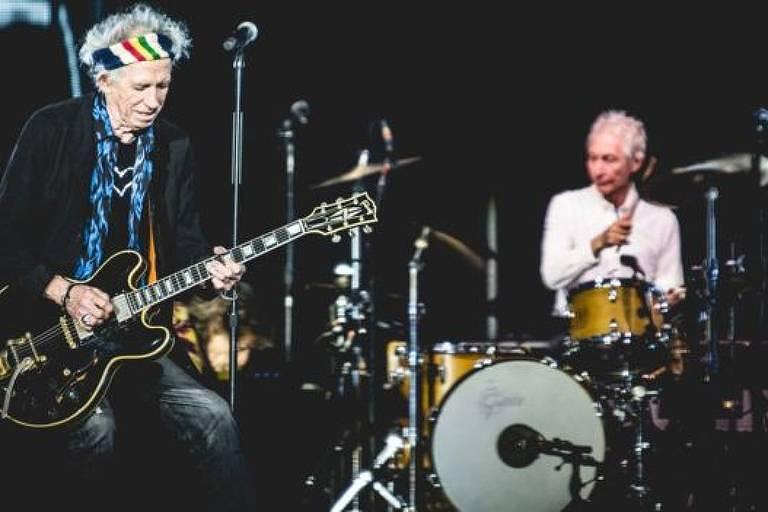 Keith Richards, do Rolling Stones, tocando durante show