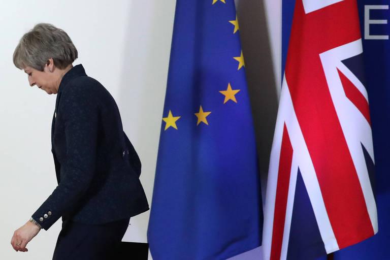 Theresa May deixa entrevista em reunião com líderes da União Europeia em Bruxelas, em março