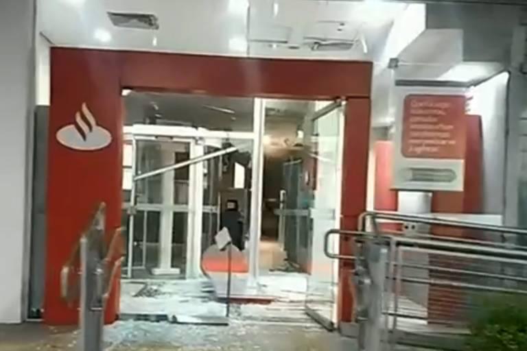 Resultado de imagem para Tentativa de roubo a bancos termina com ao menos 10 mortos após tiroteio em Guararema, SP+