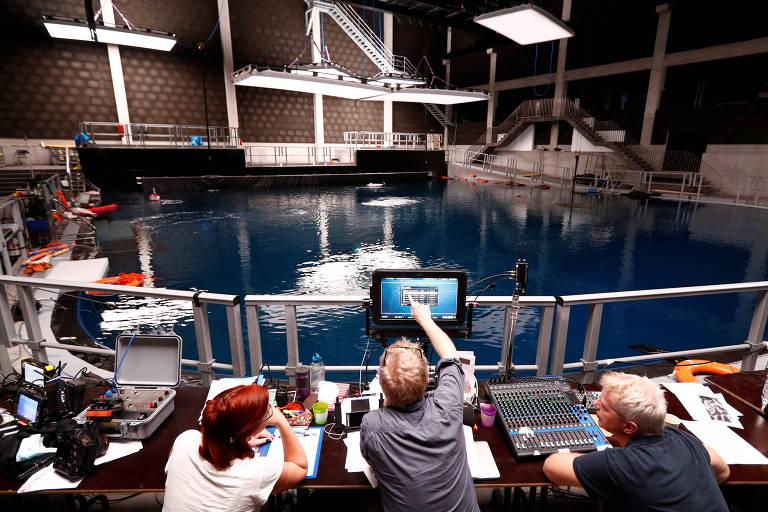 Diretor trabalha no cinema submarino