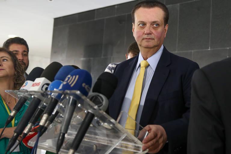O presidente do PSD, Gilberto Kassab, fala com a imprensa após reunião com o presidente Jair Bolsonaro, no Palácio do Planalto