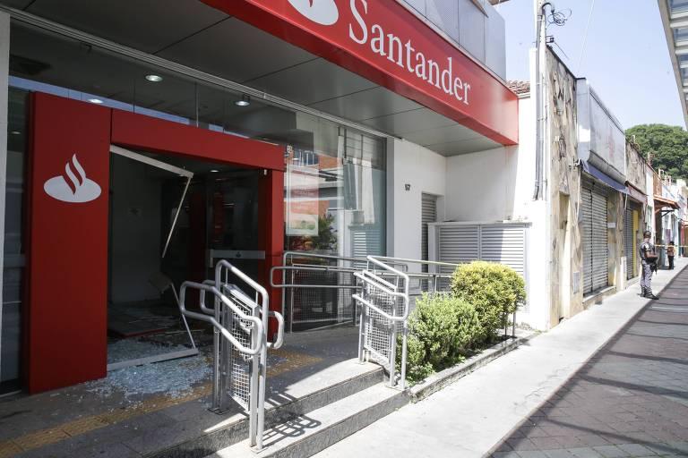 Quadrilha ataca bancos em Guararema, na Grande SP