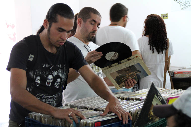 Feira promove compra, troca e venda de LPs em Embu das Artes