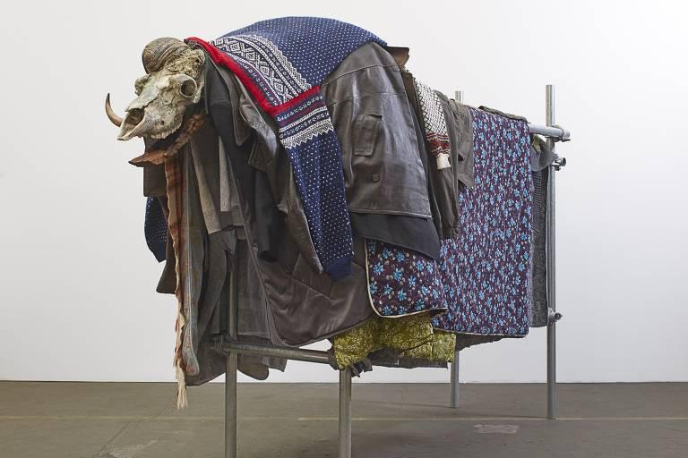 ''Musk Ox', escultura do americano Jimmie Durham de 2017