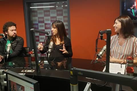 O professor da ESPM Diego Antonio de Oliveira (esq.), a publicitária Renata D'Ávila e a jornalista da Folha Laura Mattos, no programa Arena do Marketing