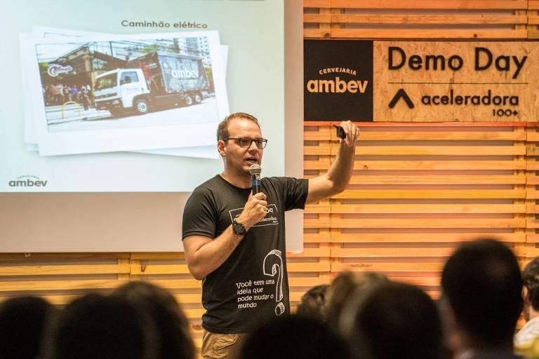 Rodrigo Figueiredo, vice-presidente da Cervejaria Ambev, durante a abertura do Demo Day