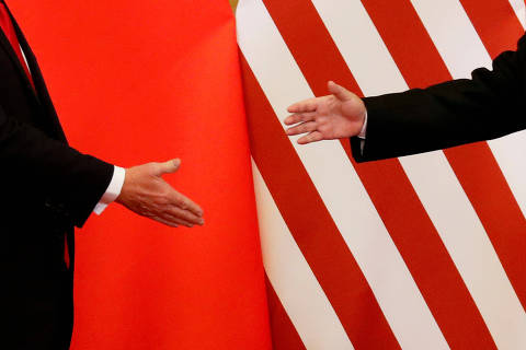 FILE PHOTO: U.S. President Donald Trump and China's President Xi Jinping shake hands after making joint statements at the Great Hall of the People in Beijing, China, November 9, 2017. REUTERS/Damir Sagolj/File Photo/File Photo ORG XMIT: FW1