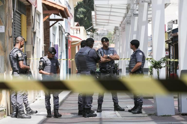 Movimentação no centro de Guararema depois da ação da PM contra quadrilha, em que 11 morreram