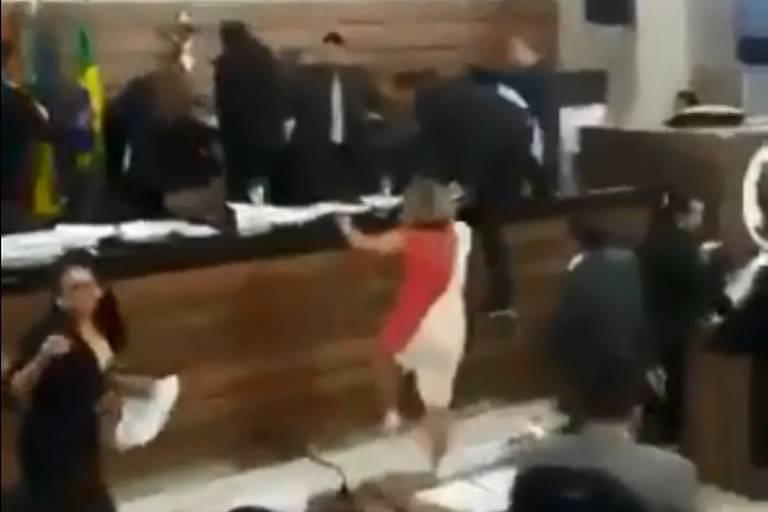 Eleição na Câmara de Macapá termina em briga generalizada