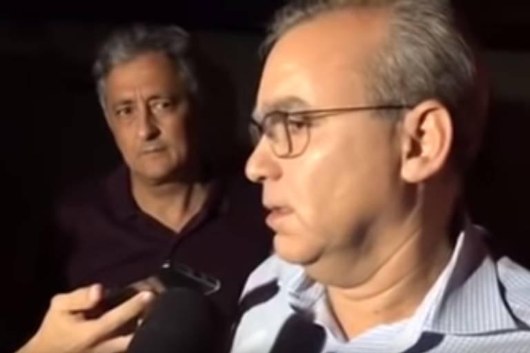 O prefeito de Teresina, Firmino Filho, visita local atingido por chuva que deixou dois mortos