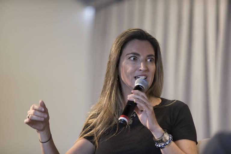 A repórter especial e colunista da Folha Patrícia Campos Mello durante evento na sede do jornal, em São Paulo