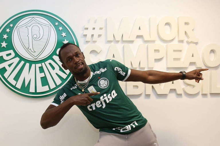 Usain Bolt, recordista mundial dos 100 m, visita o CT do Palmeiras e ganha uniforme do time