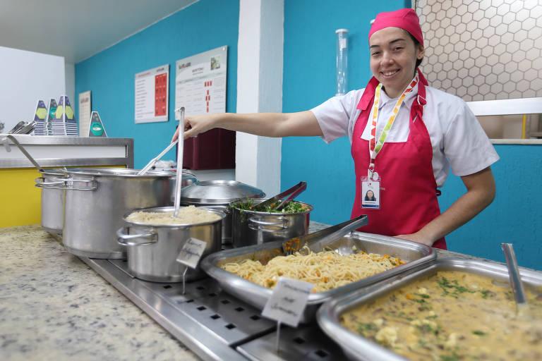 Thais Rodrigues, 23 anos, participou do Mutirão de Empregos e conseguiu uma vaga como ajudante de cozinha na LC Restaurantes