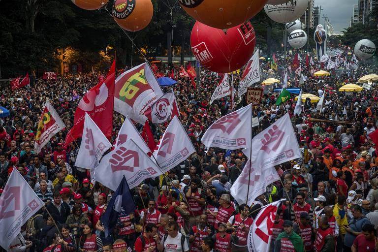 Centrais sindicais, movimentos sociais e as Frentes Brasil Popular e Povo Sem Medo fazem ato na avenida Paulista contra reforma da Previdência de Bolsonaro