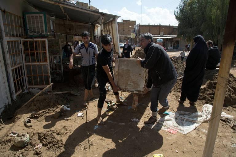 Enchentes atingiram Irã em abril