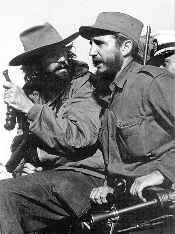 Camilo Cienfuegos e Fidel Castro, dois líderes da Revolução Cubana, em janeiro de 1959 em Havana