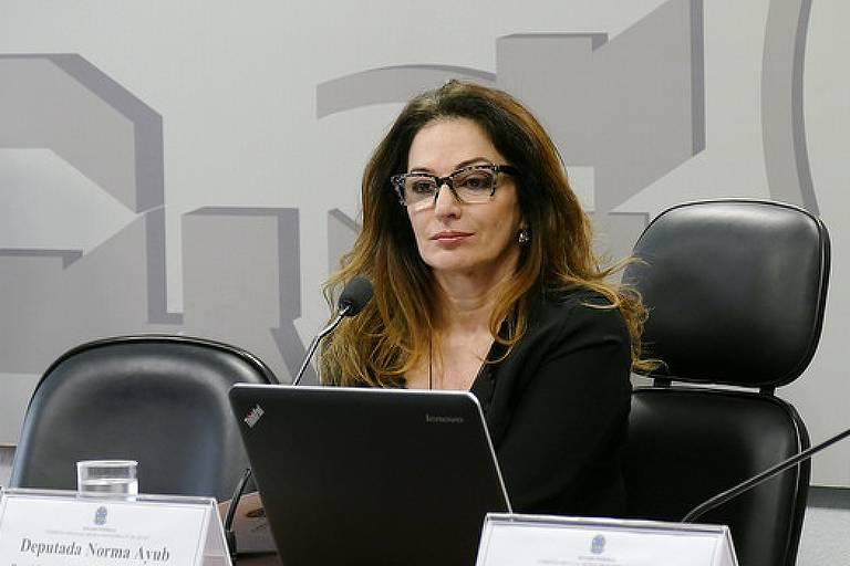 A deputada federal Norma Ayub, em comissão no Congresso, em 2017