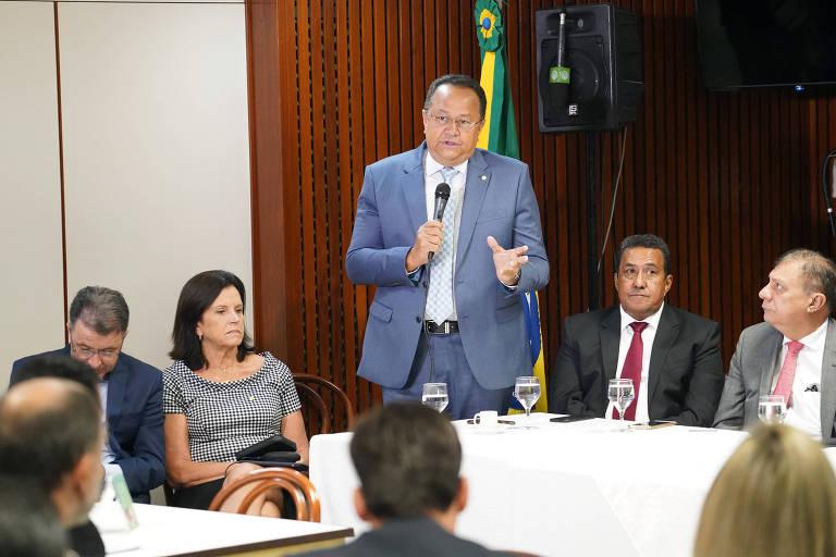 Silas Câmara (PRB-AM) durante reunião em Brasília