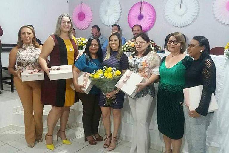 A partir da esq., as vereadoras Maria Rita, Ozima, Deusinete, a primeira-dama da cidade, Vanessa Franco, e as vereadoras Maricélia, Raimundinha e Maria de Fátima