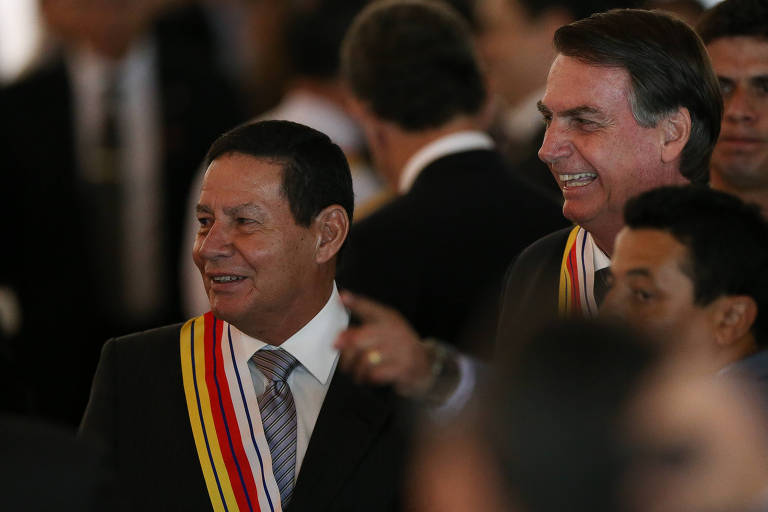 O presidente Jair Bolsonaro e o vice, Hamilton Mourão, em cerimônia no Clube do Exército, em Brasília