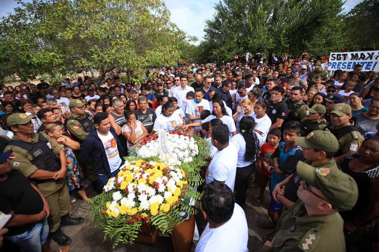 Enterro do PM Max Ferreira, morto em janeiro em Mosqueiro (PA)