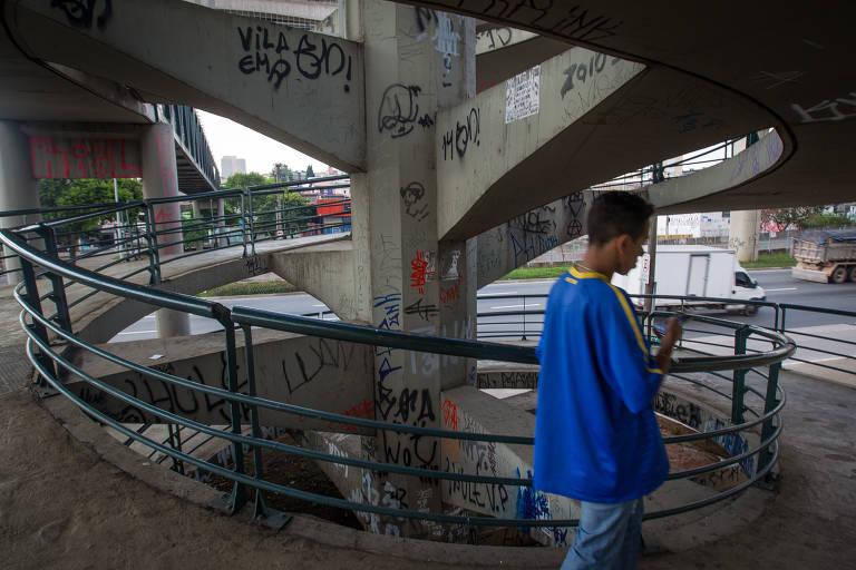 Vigilante Agora visita passarelas da cidade de São Paulo