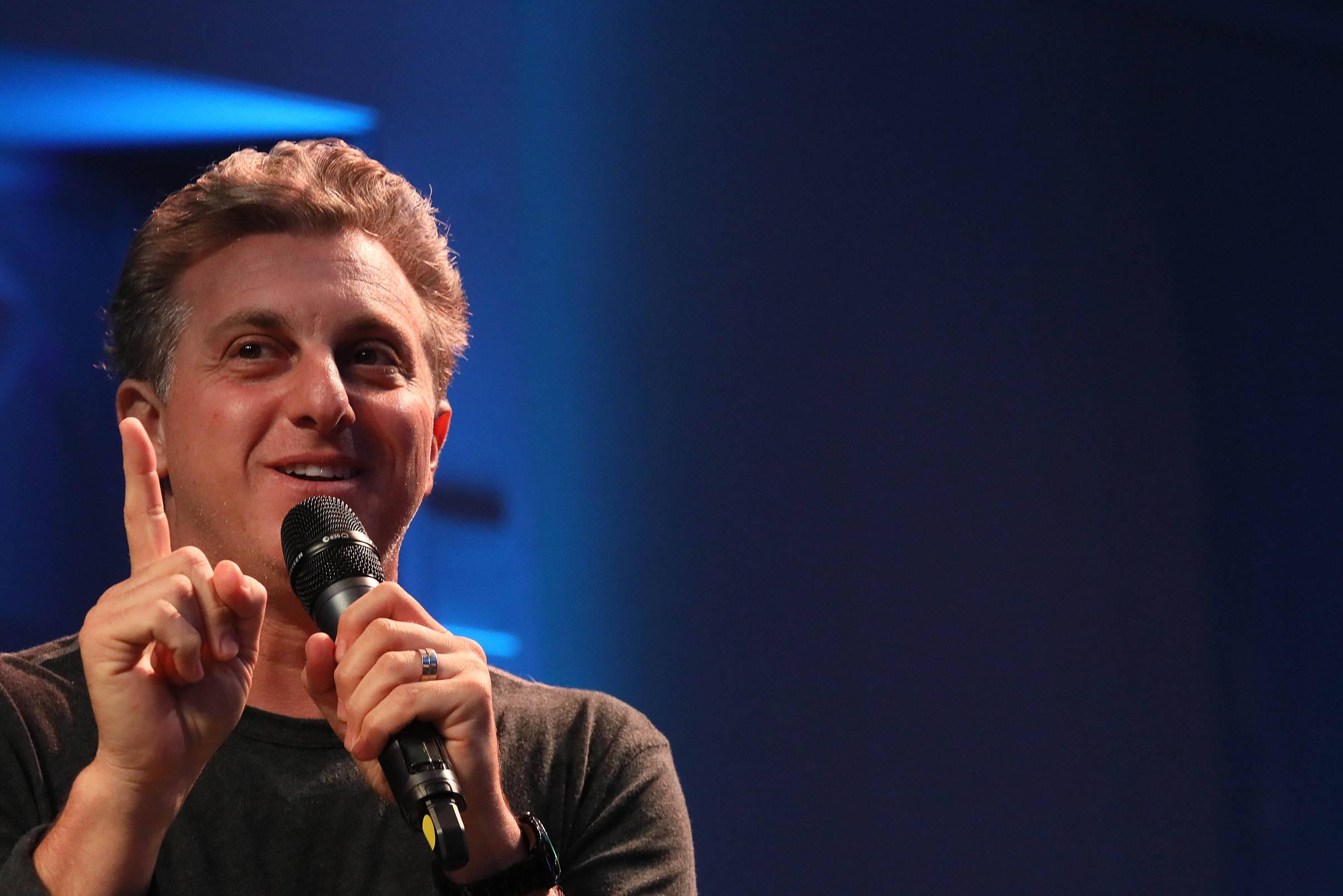O apresentador Luciano Huck, em debate sobre política nacional em 2018