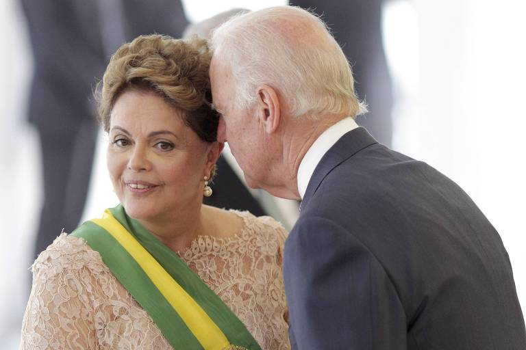 A ex-presidente Dilma Rousseff com o ex-vice-presidente dos EUA Joe Biden em Brasília, na posse de seu segundo mandato em janeiro de 2015