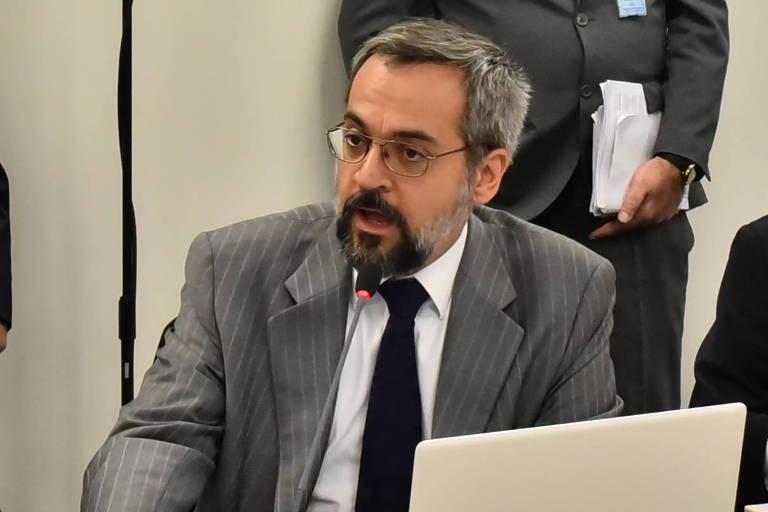 Abraham Weintraub (de terno cinza claro) durante reunião da equipe de transição de Bolsonaro