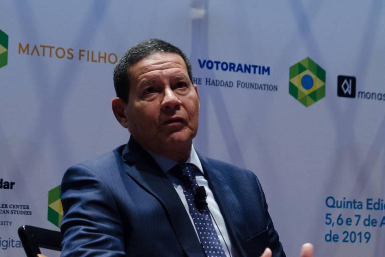 O vice-presidente Hamilton Mourão durante debate na Brazil Conference, em Boston