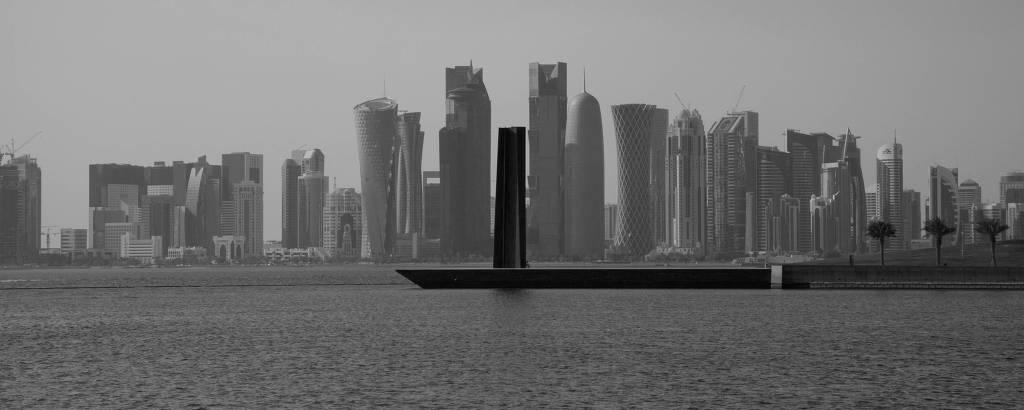 Seven - Escultura de Richard Serra em Doha, Qatar